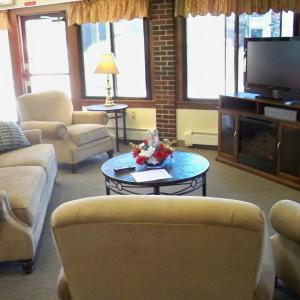Fairview Manor Community Room - Lounge